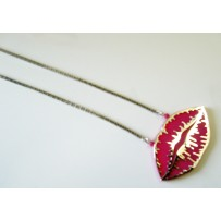 LIP KISS NECKLACE