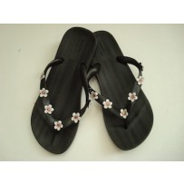 BLACK FLIP FLOP WITH DAISIES